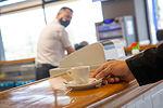 Los hosteleros podrán abrir en nivel 3 al 50% en el interior y al 75% en el exterior en Castilla-La Mancha