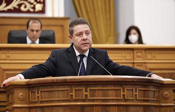 Emiliano García-Page, presidente de Castilla-La Mancha, durante el Pleno extraordinario sobre el coronavirus. . Foto: CARMEN TOLDOS