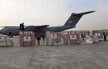 Avión con suministros enviado por Turquía para apoyar la lucha de España e Italia contra la pandemia de coronavirus - MINISTERIO DE DEFENSA DE TURQUÍA