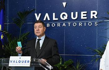 El presidente de Castilla-La Mancha, Emiliano García-Page, visita, las instalaciones de 'Válquer Laboratorios', dedicado a la investigación y desarrollo del sector cosmético. (Fotos:José Ramón Márquez //JCCM).