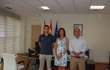 Moreno-Manzanaro con miembros de la Asociación Regional de Guías. Foto: JCCM.