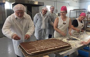 """El Gobierno regional felicita a la Panadería """"Jesús"""" de Pozo Cañada por sus dos siglos de existencia y su apuesta por la internacionalización"""