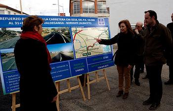 Marta Garacía visita la finalización de las obras de refuerzo en la carretera que une Valdeganga y Bormate 1. Foto: JCCM.