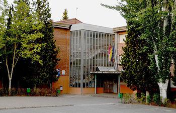 Exterior del IEs Arcipreste de Hita, sede de la extensión de la Escuela Oficial de Idiomas. Fotografía: Álvaro Díaz Villamil / Ayuntamiento de Azuqueca