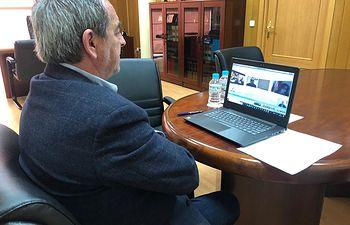 Ángel Nicolás durante la videoconferencia mantenida con el Gobierno Regional.