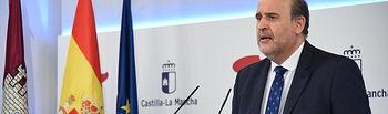 El vicepresidente de Castilla-La Mancha, José Luis Martínez Guijarro informa, en el Palacio de Fuensalida de Toledo, de la reunión de presidentes autonómicos, convocada por el presidente del Gobierno de España, Pedro Sánchez, para abordar el problema del coronavirus. (Fotos: José Ramón Márquez // JCCM).