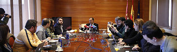 El presidente de las Cortes de Castilla-La Mancha, Pablo Bellido, ha ofrecido una rueda de prensa para hacer balance del primer periodo de sesiones al frente de la institución. (FOTOS: Carmen Toldos).