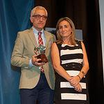 Manuel Lozano Serna, director del Grupo Multimedia de Comunicación La Cerca, junto a Milagros Tolón, alcaldesa de Toledo, durante la entrega del Premios Solidario de la ONCE 2015.