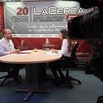 Alfonso Moratalla, canidato a la alcaldía de Albacete por Unidas Podemos, junto a la periodista Carmen García