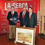 El rector de la UCLM, Ernesto Martínez Ataz, recogió sus galardones de manos del delegado de la Junta en Albacete, Modesto Belinchón (d), y del concejal del Hacienda del Ayuntamiento de Albacete, Antonio Martínez (i).