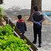 Los niños menores de 14 años salen por primera vez a la calle desde que comenzó el estado de alarma por el coronavirus. Foto: Manuel Lozano García / La Cerca