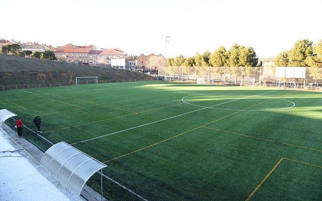 El campo de fútbol anexo al Salto del Caballo mejora sus ...
