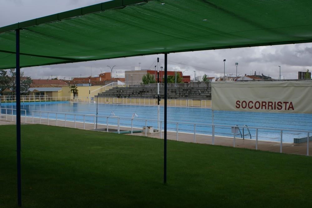 La temporada de verano en las piscinas municipales arranca for Piscina santa teresa albacete